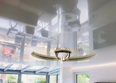 Глянцевый натяжной потолок в Дворцовом стиле и подсветкой НП-844