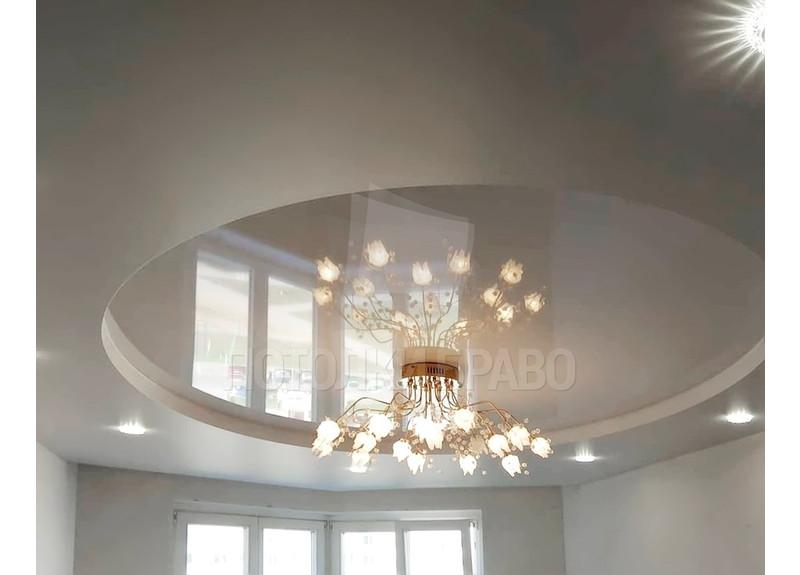Красивый глянцевый натяжной потолок с люстрой НП-845