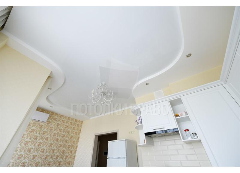 Волнообразный матовый натяжной потолок для кухни НП-867