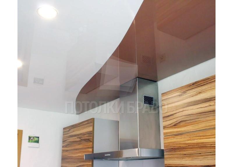 Коричнево-белый глянцевый натяжной потолок для кухни НП-873 - фото 3