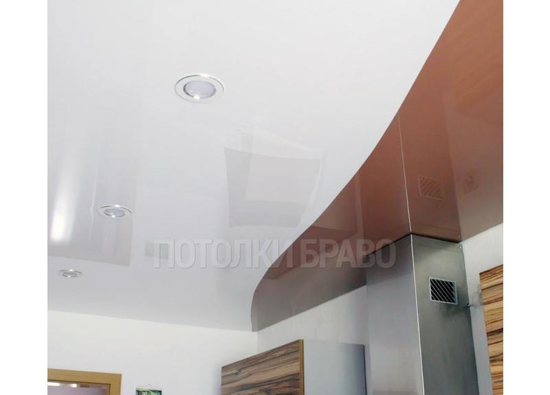 Коричнево-белый глянцевый натяжной потолок для кухни НП-873