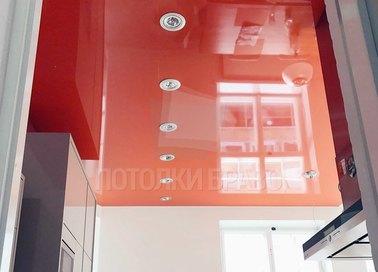 Глянцевый красный натяжной потолок для кухни НП-874 - фото 2