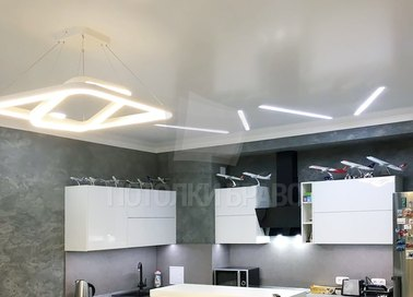 Современный сатиновый натяжной потолок для кухни НП-876
