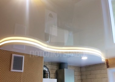 Молочный волнообразный натяжной потолок НП-878