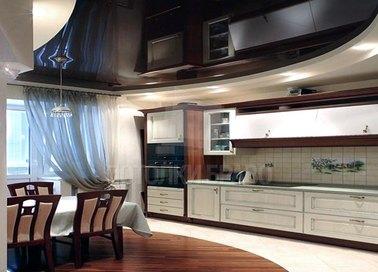Черно-бежевый глянцевый натяжной потолок для кухни НП-884