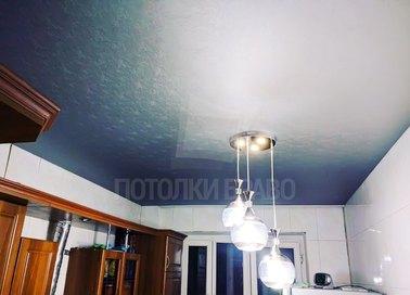 Бело-синий кожаный натяжной потолок НП-889