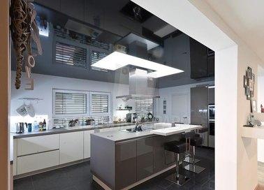 Сложный черный натяжной потолок для кухни НП-891