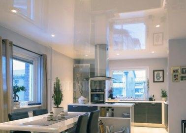 Глянцевый натяжной потолок для кухни в стиле ЛофтНП-897