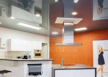 Серый зеркальный натяжной потолок для кухни НП-900