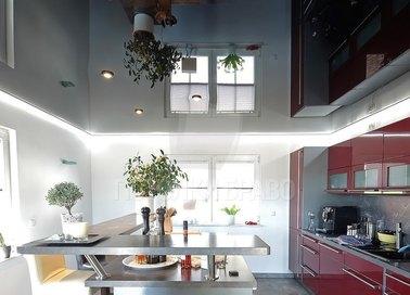 Черный зеркальный натяжной потолок для кухни НП-903