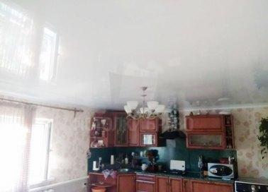 Обычный белый глянцевый натяжной потолок НП-904