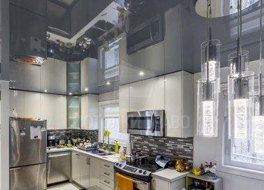 Черный глянцевый натяжной потолок для кухни НП-922