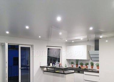 Обычный белый натяжной потолок для кухни НП-934