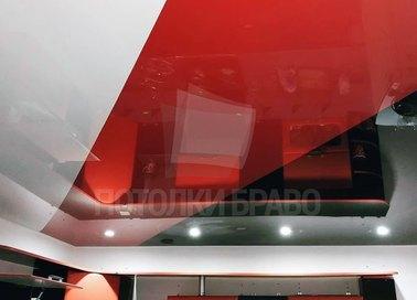 Трехцветный глянцевый натяжной потолок для кухни НП-935