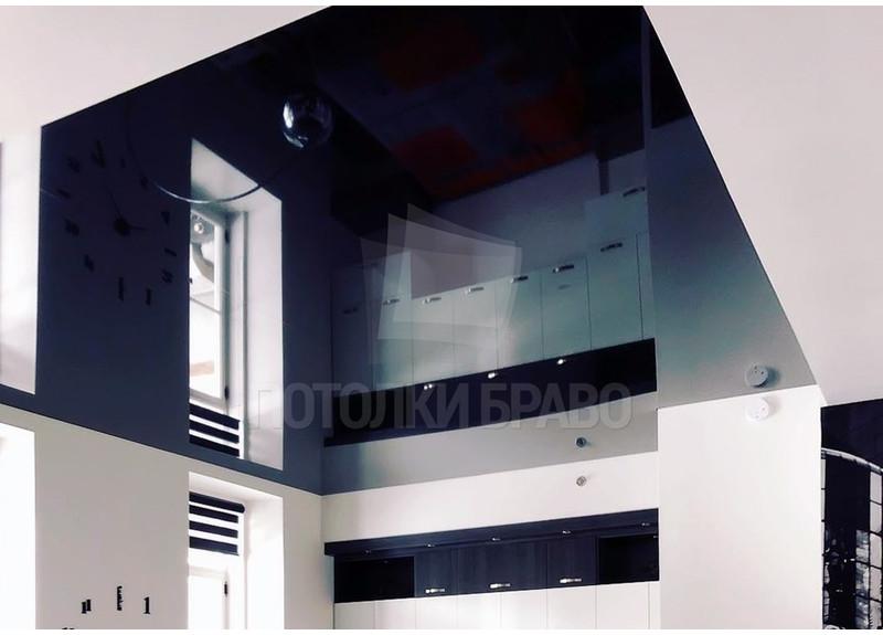 Глянцевый черный натяжной потолок модерн НП-951