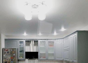 Сатиновый натяжной потолок под лампы для кухни НП-957