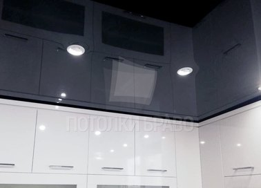 Глянцевый черный натяжной потолок для кухни НП-962