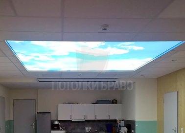 Матовый натяжной потолок голубое небо с облаками для кухни НП-963