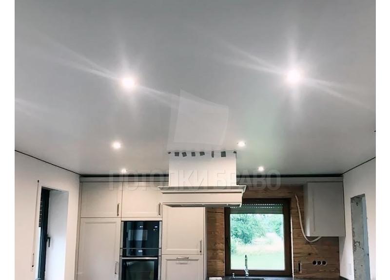 Сатиновый белый натяжной потолок с подсветкой для кухни НП-964