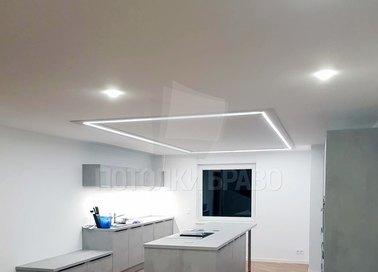 Сатиновый белый натяжной потолок со светильниками для кухни НП-966