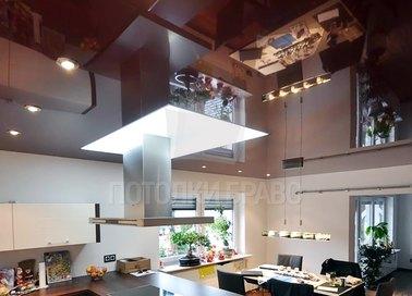 Коричневый глянцевый натяжной потолок для кухни с подсветкой НП-974