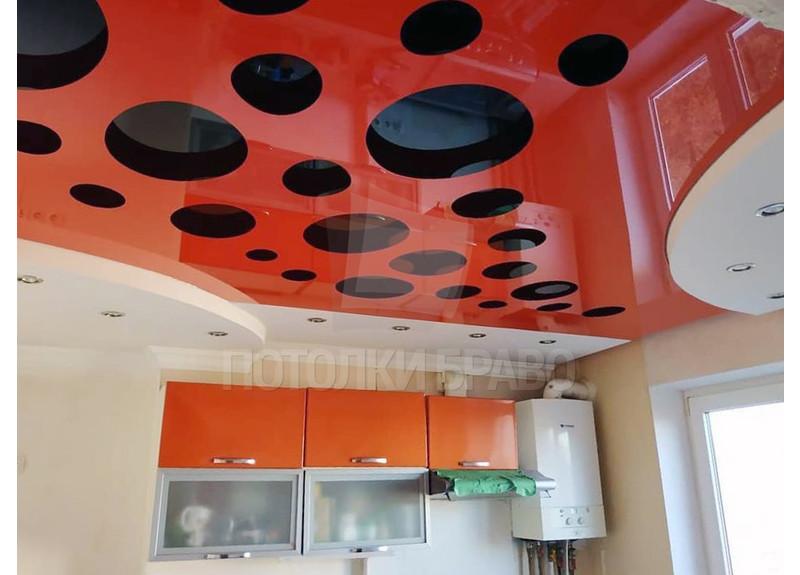 Глянцевый натяжной потолок в красно-черном дизайне НП-976 - фото 3
