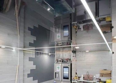 Серый зеркальный натяжной потолок для кухни НП-983