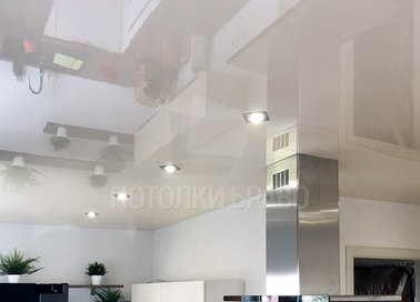 Белый глянцевый натяжной потолок для кухни НП-986