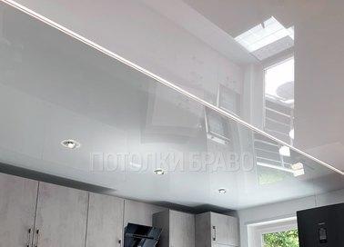 Глянцевый натяжной потолок с отражающей поверхностью НП-729 - фото 2