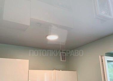 Белый натяжной потолок для кухни НП-989