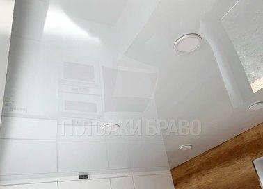 Глянцевый потолок для кухни НП-990