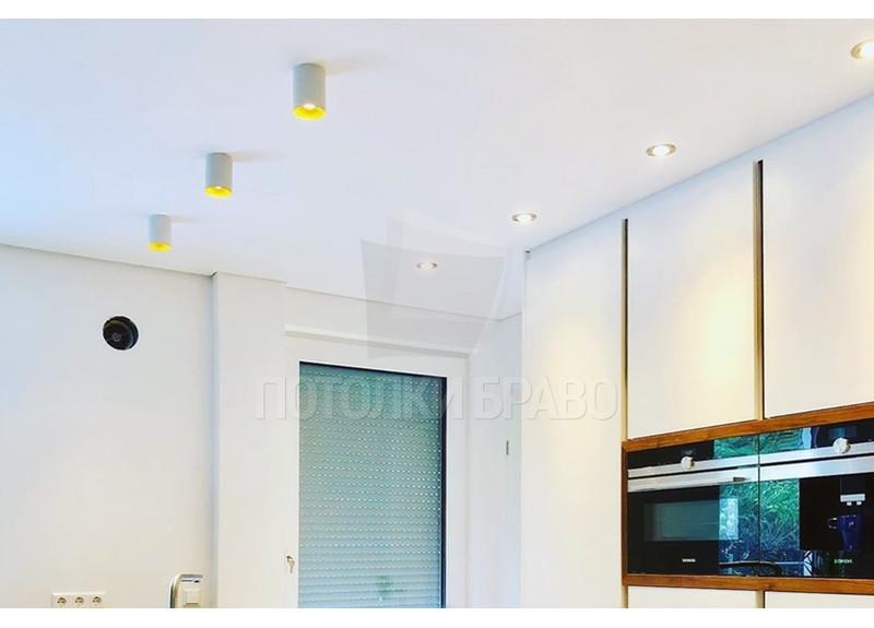 Матовый натяжной потолок с лампочками для кухни НП-996