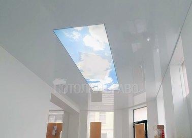Глянцевый натяжной потолок с изображением неба для балкона НП-1022