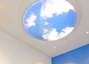 Белый матовый натяжной потолок с небом в круге НП-1043