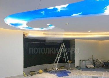 Матовый натяжной потолок в форме волны для холла НП-1045