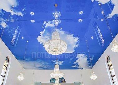 Глянцевый небесный натяжной потолок для гостиной НП-1050