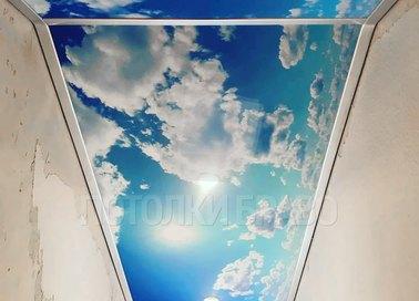 Матовый в коридор с рисунком неба натяжной потолок НП-1055