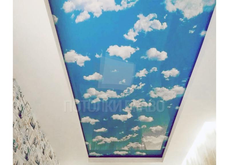Глянцевый натяжной потолок с изображением неба НП-1064