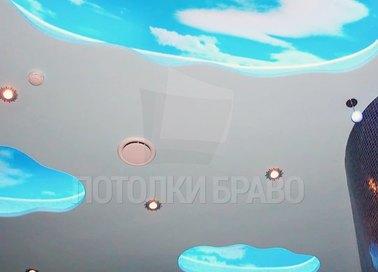 Матовый натяжной потолок со вставкой облаков и подсветкой НП-1074
