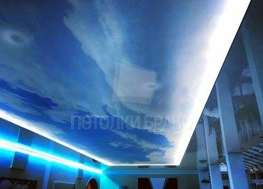 Глянцевый небесный натяжной потолок с подсветкой НП-1085