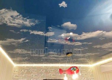 Небесный натяжной потолок с желтой подсветкой НП-1088