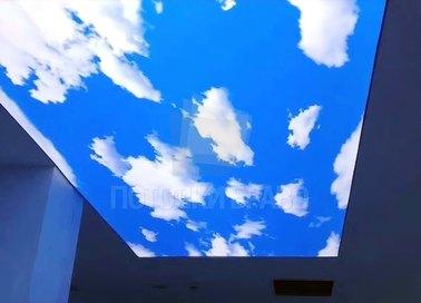 Голубой небесный натяжной потолок для квартиры НП-1092