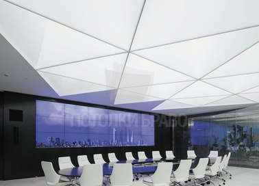 Матовый натяжной потолок в форме треугольников НП-1129