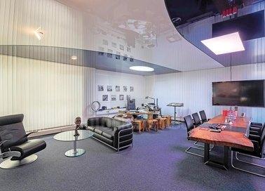 Современный глянцевый натяжной потолок для офиса НП-1130
