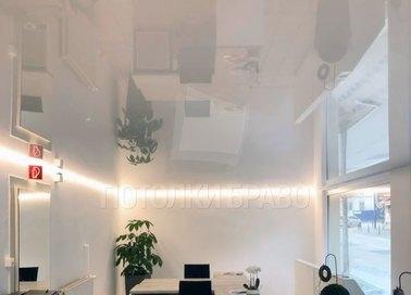 Глянцевый натяжной потолок с подсветкой для офиса НП-1131