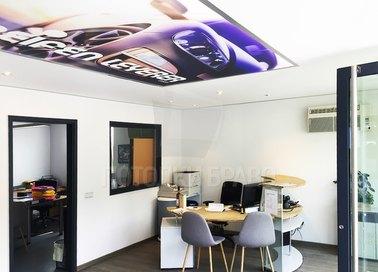 Матовый натяжной потолок с принтом машины для офиса НП-1132 - фото 2