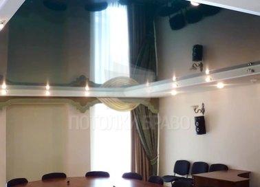 Черный глянцевый натяжной потолок для офиса НП-1133