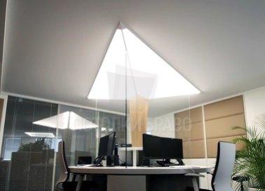 Серый натяжной потолок со светом в форме треугольника НП-1138