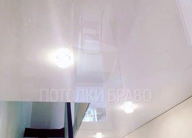 Белоснежный глянцевый натяжной потолок НП-1147 - фото 2