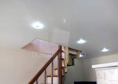 Белый сатиновый натяжной потолок для коридора НП-1148